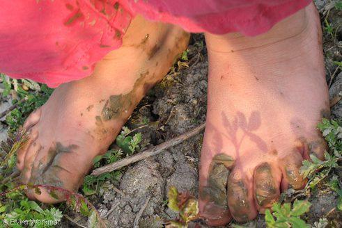voetjes in de modder